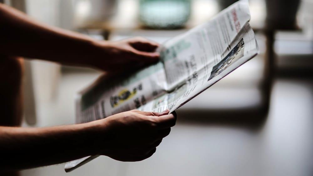Zenith: in 10 anni dimezzato il tempo usato per leggere quotidiani stampati